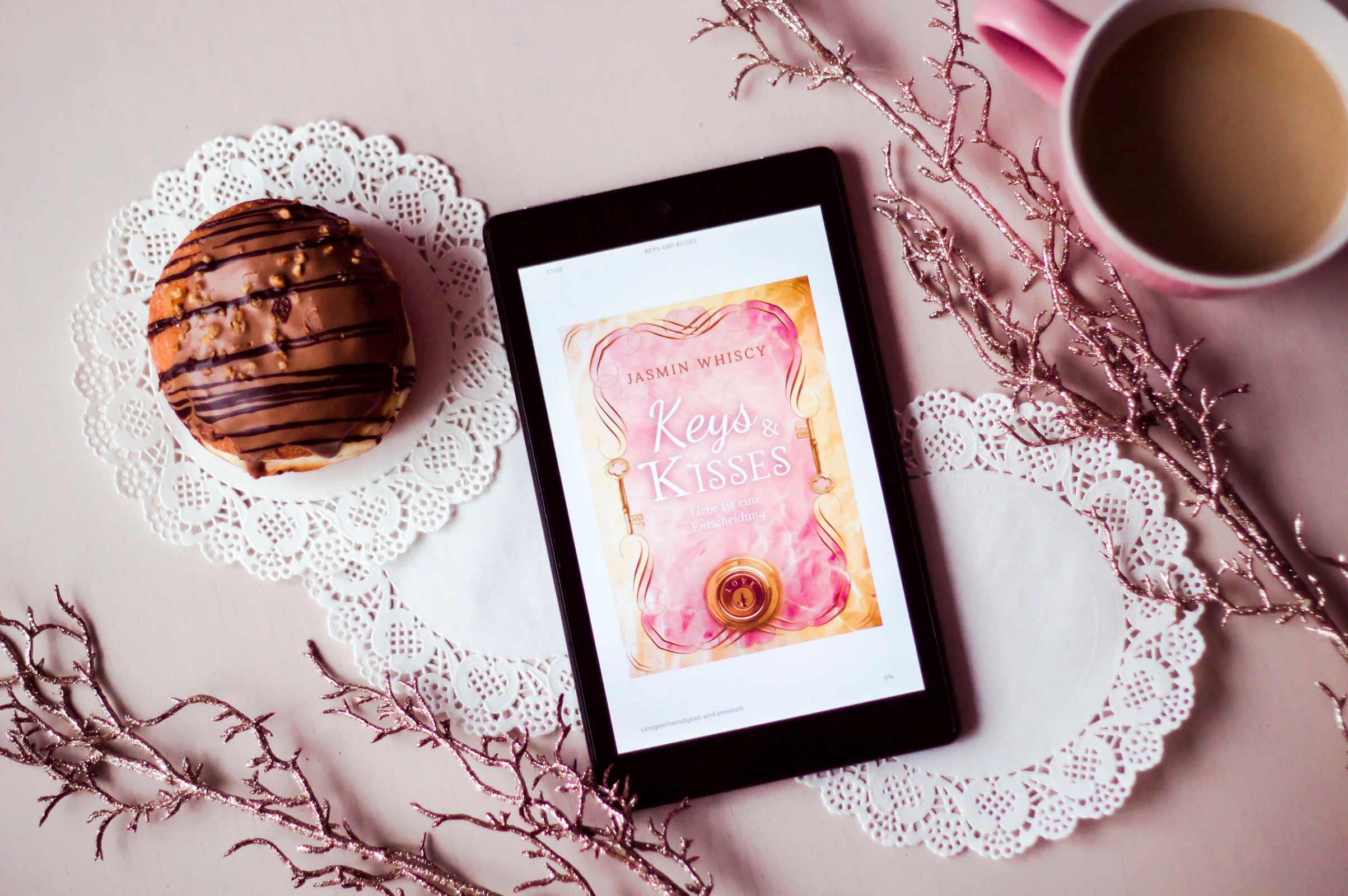 kindle cafe donut y libro pink